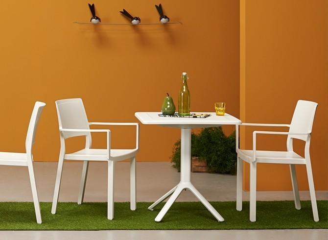Scelta Colore Per Esterno Casa : Kate scelta colore sedia con braccioli in tecnopolimero impilabile