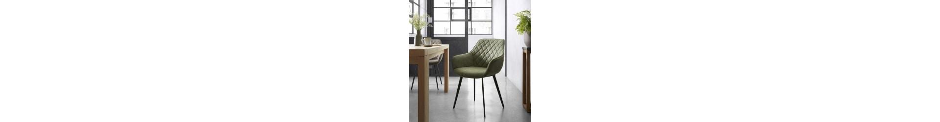 Stühle mit Armlehnen, Polstersesseln