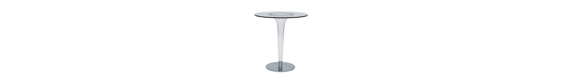 Tabellen für eine Bar, Restaurant, Hotel, Pub, Disco, die den Raum interessant zu machen.